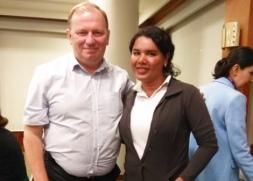 Diane Rodriguez junto a Dainius Puras relator especial de ONU para la salud mental y fisica